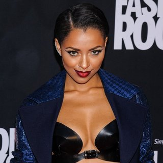 Katerina Graham in Fashion Rocks 2014 - Red Carpet Arrivals - katerina-graham-fashion-rocks-2014-01