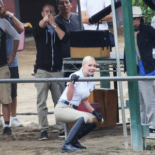 Katherine Heigl - Filming Scenes at A Horse Ranch for Movie Unforgettable