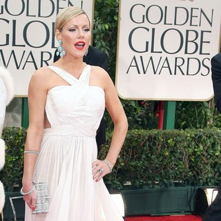 Kathleen Robertson in The 69th Annual Golden Globe Awards - Arrivals