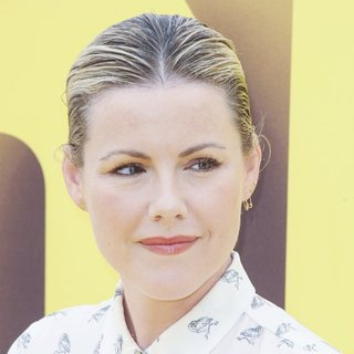 Kathleen Robertson in Minions Los Angeles Premiere - Arrivals