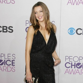 Katie Cassidy in People's Choice Awards 2013 - Red Carpet Arrivals - katie-cassidy-people-s-choice-awards-2013-02