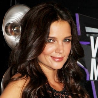 Katie Holmes in 2011 MTV Video Music Awards - Arrivals - katie-holmes-2011-mtv-vmas-01