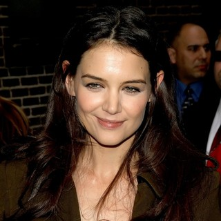 Katie Holmes in The Late Show with David Letterman - Arrivals - katie-holmes-late-show-with-david-letterman-02