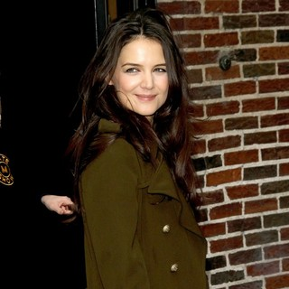 Katie Holmes in The Late Show with David Letterman - Arrivals - katie-holmes-late-show-with-david-letterman-05
