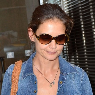 Katie Holmes in Katie Holmes Leaves Her Lawyers Office in Midtown