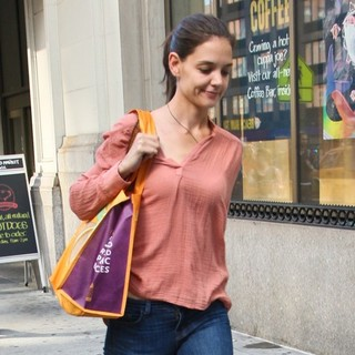 Katie Holmes in Katie Holmes Steps Out without Her Wedding Ring