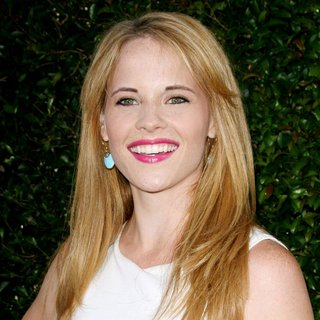 Katie Leclerc in World Premiere of The Help - katie-leclerc-premiere-the-help-01