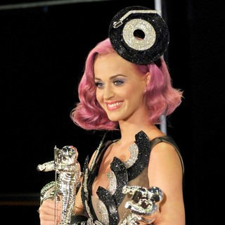 Katy Perry in 2011 MTV Video Music Awards - Press Room
