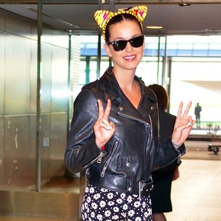 Katy Perry in Katy Perry Arrives at Narita International Airport