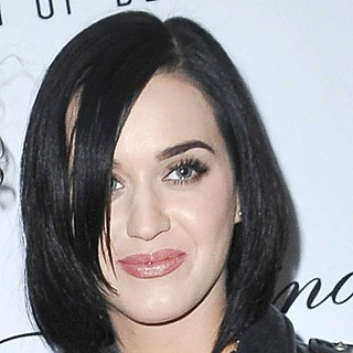 Katy Perry in Jason of Beverly Hills High Fashion Jewelry Store