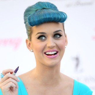 Katy Perry - Katy Perry Launch Her Custom Brand of Eyelashes - Katy Perry Eyelashes by Eylure