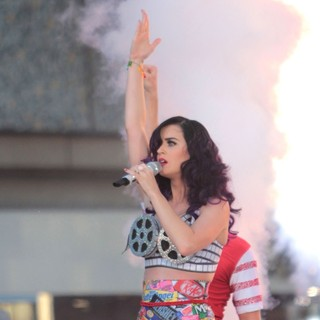 Katy Perry in Katy Perry Performing Live on Hollywood Blvd Before The Premiere of Katy Perry: Part of Me