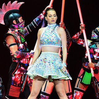 Katy Perry - Katy Perry Performs Live in Concert