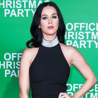 Katy Perry - Premiere of Paramount Pictures' Office Christmas Party