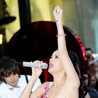 Katy Perry - Katy Perry Performing Live at The Rockefeller Center as Part of The 'Today Show' Concert Series