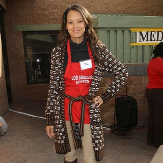 Keisha Nash in 75th Anniversary of The Los Angeles Mission Serving Thanksgiving Dinner to The Homeless