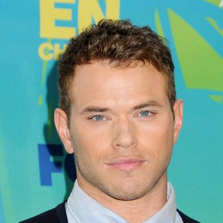 Kellan Lutz in 2011 Teen Choice Awards