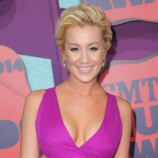 Kellie Pickler in 2014 CMT Music Awards - Arrivals - kellie-pickler-2014-cmt-music-awards-01