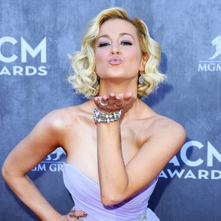 Kellie Pickler in 49th Annual Academy of Country Music Awards - Arrivals - kellie-pickler-49th-annual-academy-of-country-music-awards-01