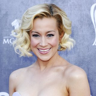 Kellie Pickler in 49th Annual Academy of Country Music Awards - Arrivals - kellie-pickler-49th-annual-academy-of-country-music-awards-04