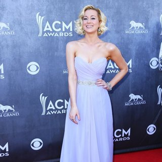 Kellie Pickler in 49th Annual Academy of Country Music Awards - Arrivals - kellie-pickler-49th-annual-academy-of-country-music-awards-07