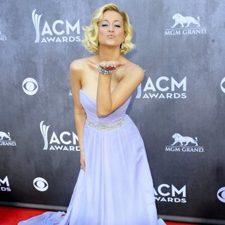 Kellie Pickler in 49th Annual Academy of Country Music Awards - Arrivals - kellie-pickler-49th-annual-academy-of-country-music-awards-09
