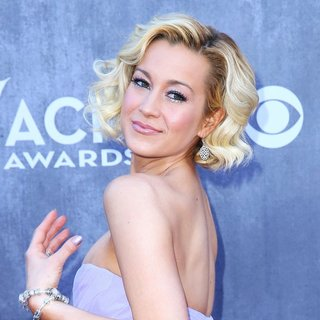 Kellie Pickler in 49th Annual Academy of Country Music Awards - Arrivals - kellie-pickler-49th-annual-academy-of-country-music-awards-10