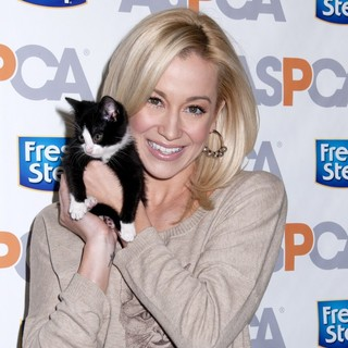 Kellie Pickler in The Fresh Step Limited-Edition Cat Sweater Benefiting The ASPCA