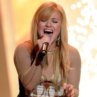 Kelly Clarkson in 2012 MuchMusic Video Awards - Show