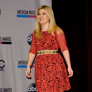 Kelly Clarkson in 2013 Annual American Music Awards Nominees Announcement - kelly-clarkson-2013-annual-american-music-awards-nominees-05