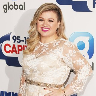 Kelly Clarkson in 2015 Capital FM Summertime Ball - Arrivals - kelly-clarkson-2015-capital-fm-summertime-ball-01