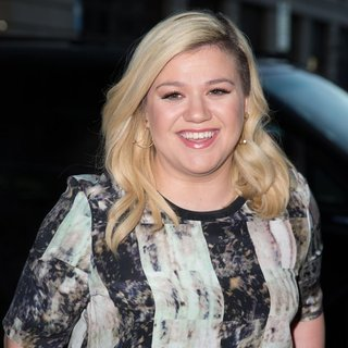 Kelly Clarkson Arriving at The Radio 1 Studio - kelly-clarkson-arriving-at-the-radio-1-studio-01