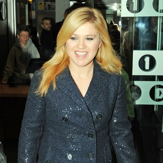 Kelly Clarkson in Celebrities at The BBC Radio 1 Studios - kelly-clarkson-at-the-bbc-radio-1-studios-01