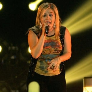 Kelly Clarkson in Kelly Clarkson Performing at The Braehead Arena