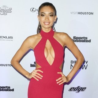 Kelly Gale-Sports Illustrated Swimsuit 2017 Event - Red Carpet Arrivals