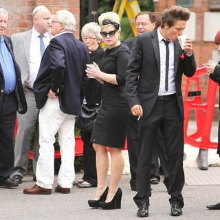 Kelly Osbourne in The Cremation of Amy Winehouse