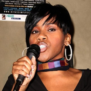 Kelly Price in First Annual D.I.V.A. Awards