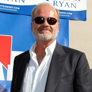 Kelsey Grammer in Celebrities Stump for Republican Presidential Candidate Mitt Romney - kelsey-grammer-celebrities-stump-02