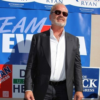 Kelsey Grammer in Celebrities Stump for Republican Presidential Candidate Mitt Romney - kelsey-grammer-celebrities-stump-03