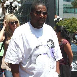 Kenan Thompson in Kenan Thompson Arrives Back at His Hotel After Attending Comic Con 2009