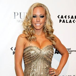Kendra Wilkinson in Kendra Wilkinson Celebrates Her 26th Birthday