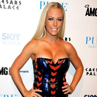 Kendra Wilkinson in Kendra Wilkinson Celebrates Her Birthday