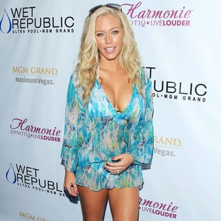 Kendra Wilkinson in Kendra Wilkinson Keeps Summer Sizzling with Sexy Daylife Affair