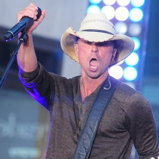 Kenny Chesney Performs Live on NBC's Today Show