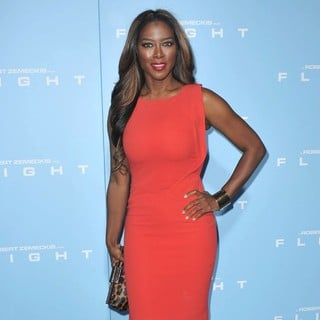 Kenya Moore in The Los Angeles Premiere of Flight - Arrivals