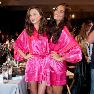 Miranda Kerr, Shanina Shaik in 2011 Victoria's Secret Fashion Show - Backstage