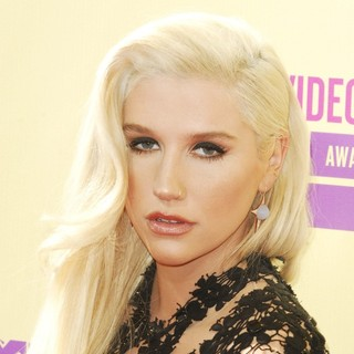Ke$ha in 2012 MTV Video Music Awards - Arrivals