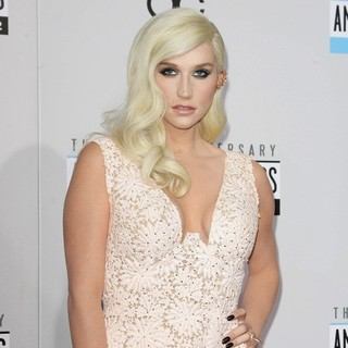 Ke$ha in The 40th Anniversary American Music Awards - Arrivals