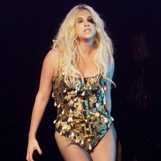 Ke$ha in KIIS FM's Jingle Ball 2012 - Night 2 - Show