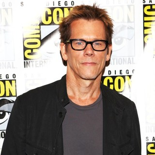 Kevin Bacon in San Diego Comic-Con 2012 - The Following - Press Room - kevin-bacon-comic-con-2012-01